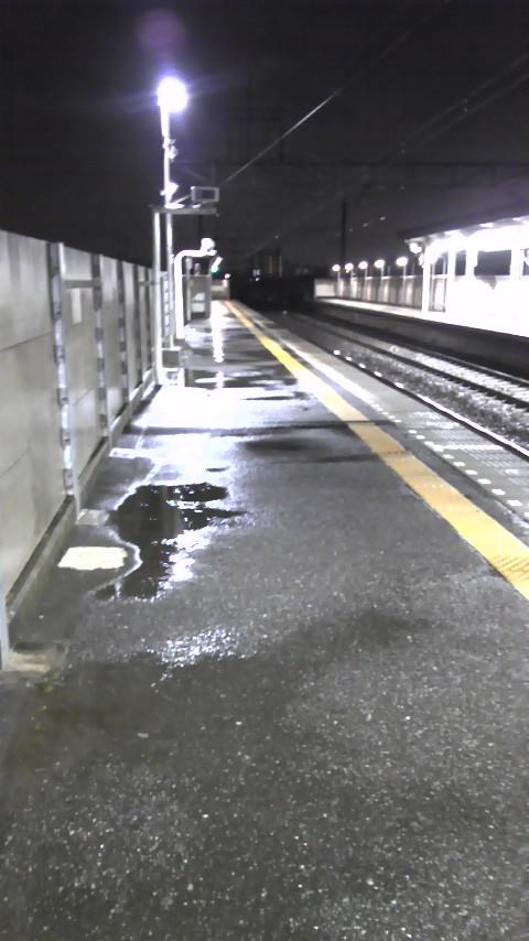 本日の京成呑みはさびれた駅のホームにて